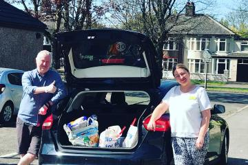 Volunteers from Smile and Experience TLC delivering food